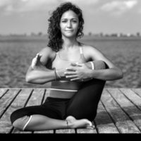 Bilingual International yoga teacher in Lyon - diverse styles, private & group classes, addressing specific needs (English & Spanish)
