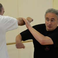 Instructeur international Kali Eskrima et Jeet Kune Do Concept donne cours à Paris