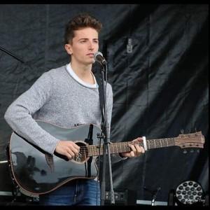 Sacha - Lille,Nord : Cours de guitare et de ukulélé aux ...