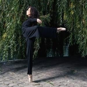 la titia paris 3e paris cours particuliers de danse jazz contemporain barre au sol. Black Bedroom Furniture Sets. Home Design Ideas
